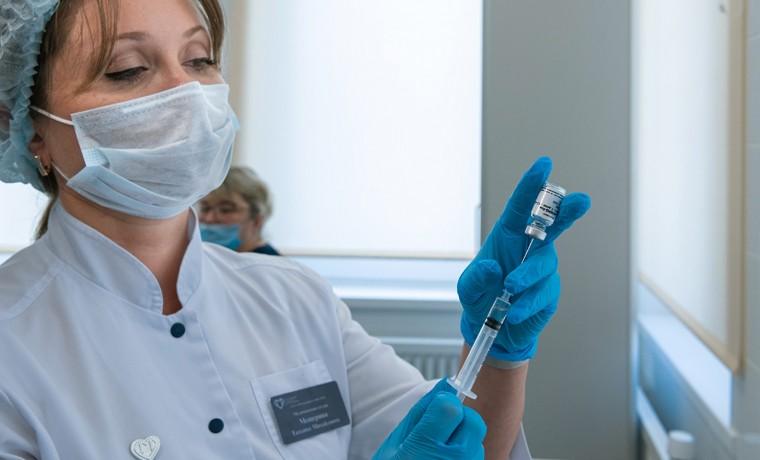 Специалисты Минздрава РФ отметили важность вакцинации людей старше 60-ти лет