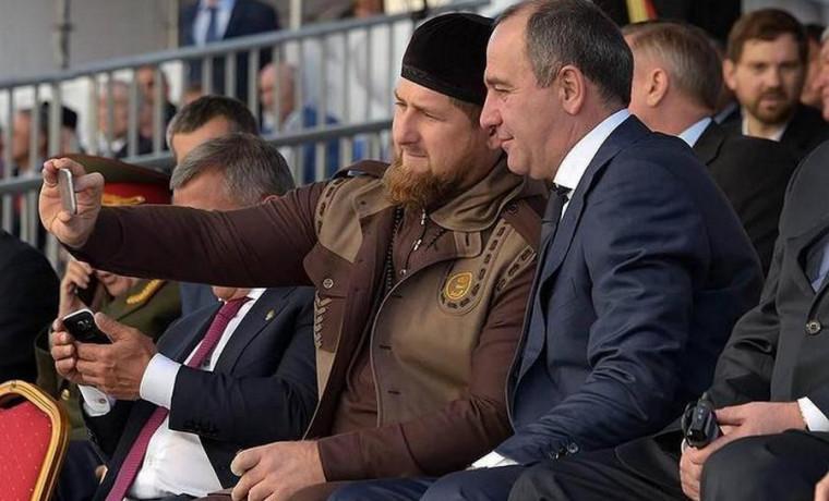 Рамзан Кадыров поздравил жителей Карачаево-Черкесии с Днем Республики