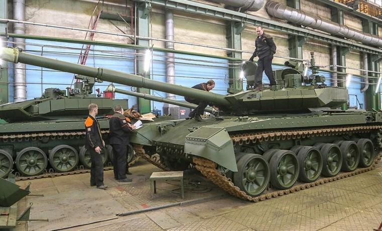 Концерн «Уралвагонзавод» начал серийное производство и поставки новых танков Т-90М «Прорыв»