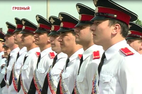 Выпускники суворовского училища отметили Последний звонок