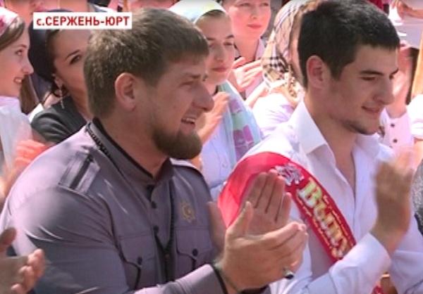 Рамзан Кадыров встретился с выпускниками Шалинского района